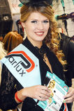 黑礼服的Intercharm XXI国际香料厂和化妆用品陈列非常美丽的少妇 免版税库存图片