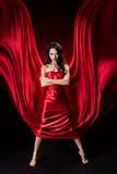 礼服神奇红色丝绸挥动的妇女 库存照片