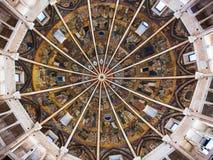 洗礼池被绘的天花板在帕尔马市 图库摄影