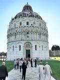 洗礼池,园地dei Miracoli,比萨,托斯卡纳,意大利 免版税图库摄影