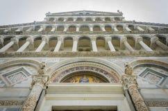 洗礼池cathdral dei hdr意大利倾斜的奇迹miracoli广场比萨方形塔托斯卡纳 库存图片