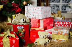 礼物、玩具和玩具熊 库存图片