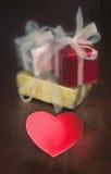 礼物和心脏 免版税库存照片