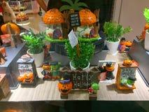 礼物和纪念品为featival的万圣夜卖在Daiso 60泰铢商店 免版税库存照片