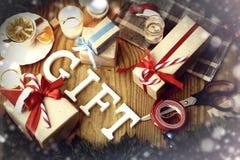 礼物圣诞节木背景蜡烛 免版税库存照片