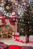 礼物在树下 免版税图库摄影