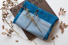 礼物在老师天设置了蓝色丝绸-越南丝绸 库存图片