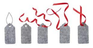 礼物标签,隔绝在白色 从灰色毛毡的标签 库存图片