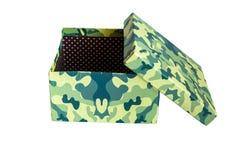礼物的箱子在白色背景的伪装着色 ?? 伪装礼物盒 一个军人的一件礼物 库存图片
