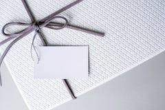 礼物盒和丝带与标记的华伦泰礼物 库存照片