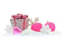 礼物盒和桃红色圣诞节 库存照片