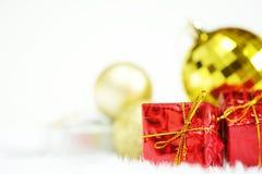 礼物盒和镜子球 库存照片