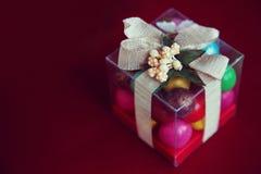 礼物盒用在红色背景的巧克力 免版税库存图片