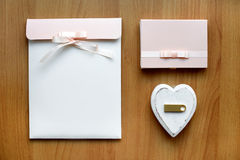 礼物设置与usb单词 库存图片