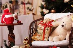 礼物,冷杉木,茶,熊,微笑 免版税图库摄影