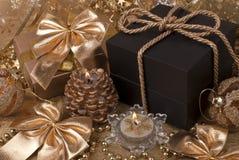 礼物,蜡烛,新年球 免版税库存照片