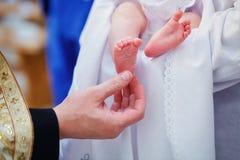 洗礼仪式新出生在教会里 免版税库存图片