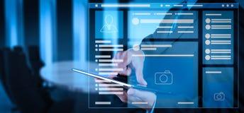 社会媒介网页浏览器呼叫在膝上型计算机的VR接口 库存图片