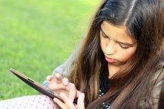 社会网络的女孩 免版税图库摄影
