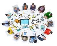 社会遇见通信概念的网络社会媒介人民 免版税图库摄影