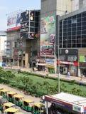 社论, 07h 2015年6月:古尔冈,德里,印度:在MG路的DT购物中心在古尔冈,它是其中一个第一个购物中心在古尔冈 免版税图库摄影