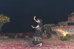 社论:拉贾斯坦,印度:2015年12月19日, :传统拉贾斯坦舞蹈表现 库存图片