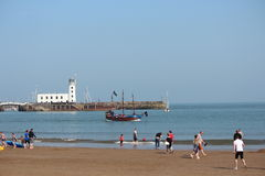 社论:斯卡巴勒海滩,约克夏,英国:星期天2016年5月8日 库存图片