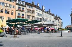 社论:瑞士, 2012年7月14日 公园和outd的游人 免版税库存图片