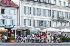 社论:瑞士, 2012年7月14日 Creperie的D'ou游人 免版税库存照片