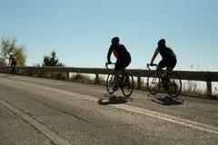 社论:IOANNINNA,希腊, 2017年11月5日, LIGIADES自行车赛,约阿尼纳市在早晨uphil的自行车种族 免版税库存照片