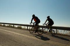 社论:IOANNINNA,希腊, 2017年11月5日, LIGIADES自行车赛,约阿尼纳市在早晨uphil的自行车种族 库存图片