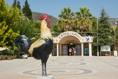 社论 12 09 2017年 公鸡的雕象是Deniz的标志 免版税库存图片