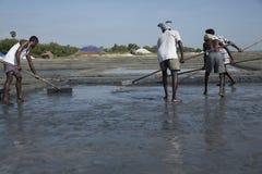 社论说明图象 可怜的工作者人在印度 免版税库存图片