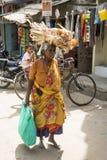 社论说明图象 可怜的工作者妇女在印度 免版税库存照片