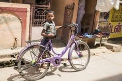 社论说明图象 在街道,印度的childs 免版税库存图片