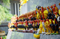 祈祷和牺牲提供由用途好斗的公鸡形象 免版税图库摄影