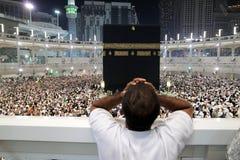 祈祷在圣堂Makkah的穆斯林 免版税图库摄影