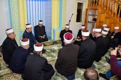 祈祷在清真寺的阿訇 库存图片