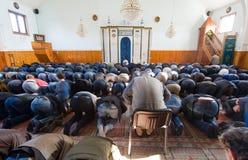祈祷在清真寺 免版税图库摄影