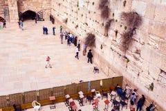 祈祷在西部墙壁的犹太人 旅行向耶路撒冷 以色列 库存图片