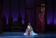 祈祷在雪入宫殿现代戏曲女皇在宫殿 库存照片