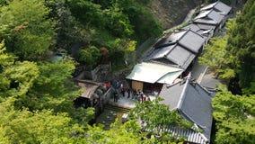 祈祷在Kiyomizu寺庙 免版税库存照片
