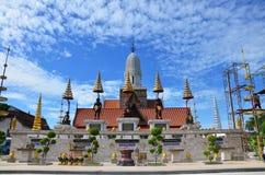祈祷在Wat Puttaisawan的人的国王雕象在阿尤特拉利夫雷斯,泰国 库存图片