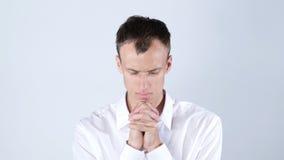 祈祷对上帝的谦逊的年轻商人 免版税库存照片