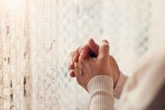 祈祷对妇女的神 免版税库存图片