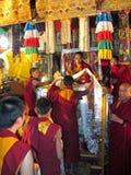 祈祷接触的题头喇嘛 免版税库存照片