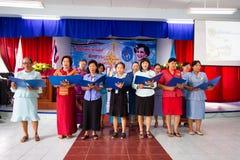 祈祷泰国女王/王后的在泰国母亲节 库存图片