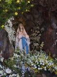 祈祷玛丽亚美丽的雕象  免版税图库摄影