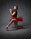 祈祷用手的芭蕾舞女演员clapsed 免版税库存照片