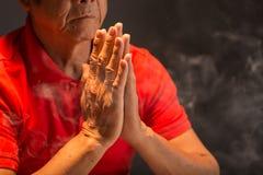 祈祷的佛教徒 免版税库存图片